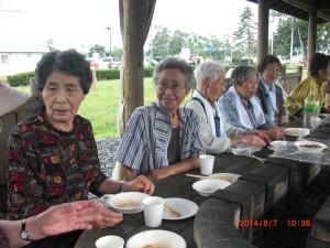 8月の昼食交流会写真2